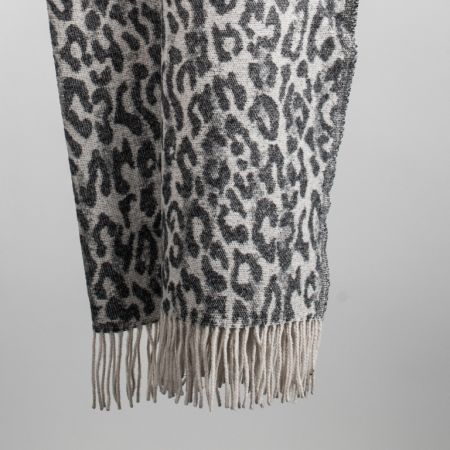 Art. Spotted Wool Blend Blanket with fringes